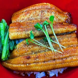 国産うなぎを安く食べられる店『赤坂邸』