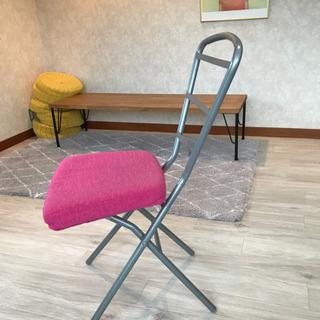 ピンクの椅子 500円 オシャレです - 目黒区