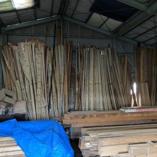 材木屋の不要になった新古の巾木やフクビ