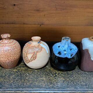 陶器の一輪挿し 花瓶 4個セットの画像