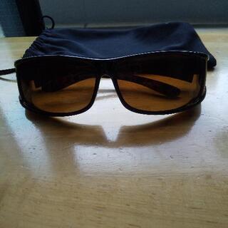 メガネにかけられるサングラス