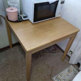 テーブル+椅子2つ