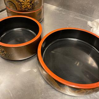 昔出前用の寿司桶で使っていた物です。