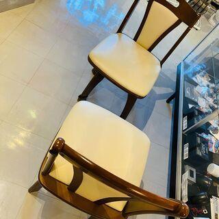 【ネット決済・配送可】ダイニング 椅子 2脚 わりと重厚な感じ