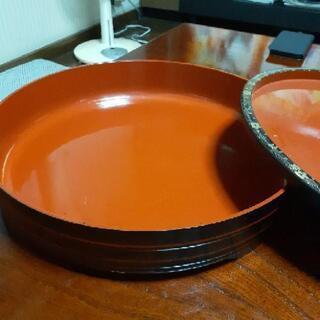 丸い寿司桶の画像