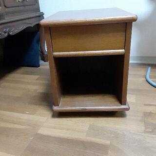 サイドテーブル移動型(ロール付き)