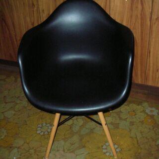 軽量 プラスチックの肘掛け椅子【詳細を読んでから問い合わせしてく...