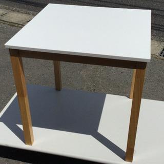 中古 ダイニングテーブル 幅70  奥行70  高さ70  (cm) 天板 白系 天然木使用 食卓テーブル 1人用 2人用 正方形 テーブルのみの画像