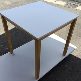 中古 ダイニングテーブル 幅70  奥行70  高さ70  (cm) 天板 白系 天然木使用 食卓テーブル 1人用 2人用 正方形 テーブルのみ - 羽島市
