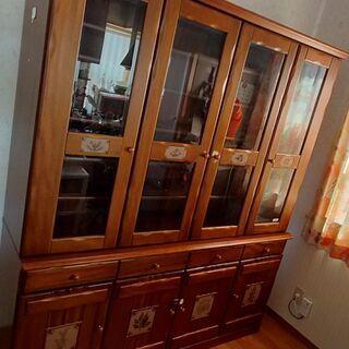 食器棚 無料 型は古いですが造りはしっかりしてます。 横幅172cm
