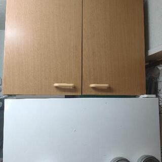 戸棚(冷蔵庫の上にも)