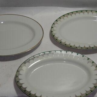 楕円のお皿 2枚+1枚  大きさ約25.5㎝×18.5㎝