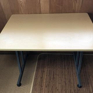 テーブル 薄茶色、高さ70 幅90. 60