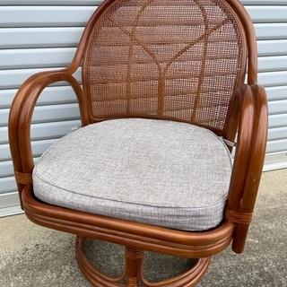 決まりました■籐回転椅子