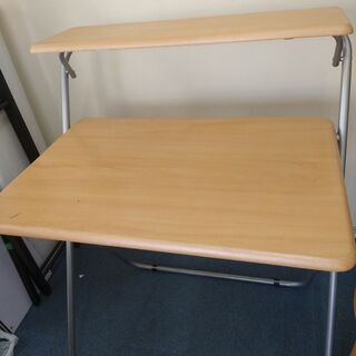 折り畳みテーブル コンパクト 一部破損しています。無料でお…