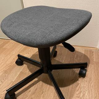 オフィスチェアー 昇降式の椅子