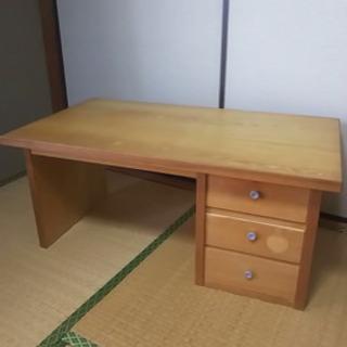 昔作った手作りの机です。