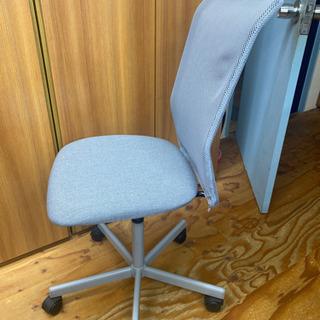 グレーの簡易オフィス椅子