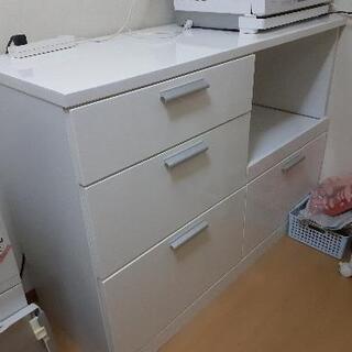 カップボード 食器棚の画像