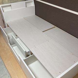 ニトリ ベッドフレーム シングル コンセント・収納付き ホワイトの画像