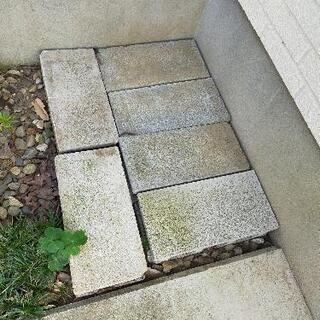 古い、コンクリートブロック8個