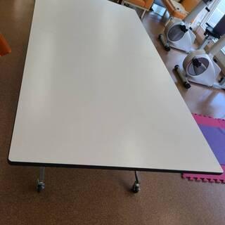 大きなテーブル/収納もできます
