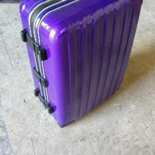 大型スーツケースです。 - 家電