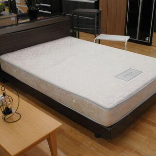 k336☆ダブルベッド☆マットレス+フレーム☆照明+コンセント☆幅1400㎜☆近隣配達、設置可能 - 家具