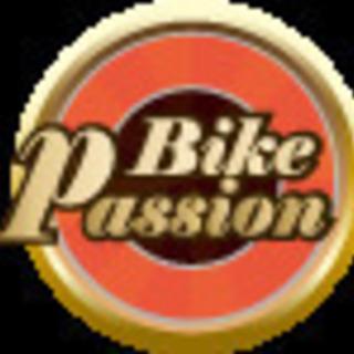 バイクの整備メンテナンススタッフ