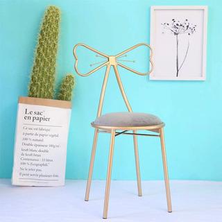 椅子 リボン型の椅子