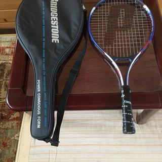 テニスラケットとラケットカバー