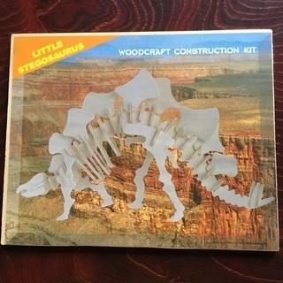 木製立体組立パズル2種類、恐竜(リトルステゴサウルルス)と飛行機