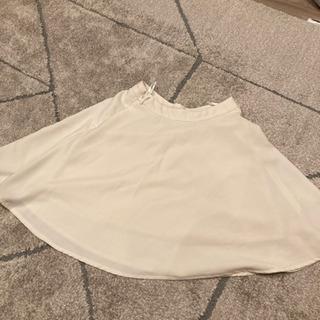 膝丈白スカート