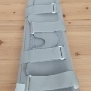 膝固定器具★医療機関で購入定価5万円
