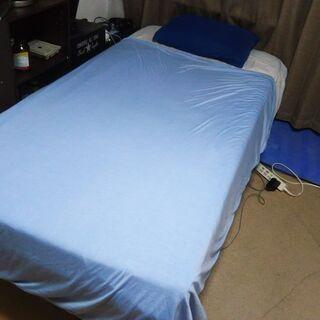 スモールシングルベッドとパッド