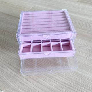 ピンクのアクセサリー収納ボックスの画像