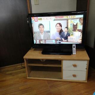 テレビとテレビ台付きです。