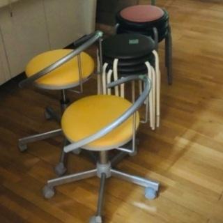 昇降する椅子