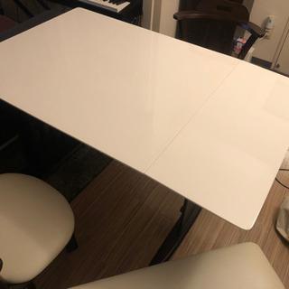 【ネット決済】大きさが変えられるダイニングテーブル 椅子2つとベンチ