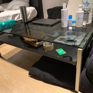 ガラスのリビングテーブル