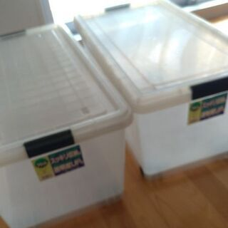 プラスチック製収納ケース(押入れサイズ)2個