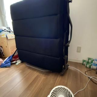 【ネット決済・配送可】折りたたみベッド