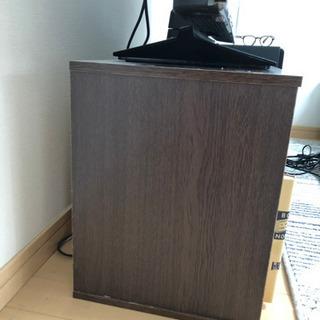 9月に掲載やめます!【値下げ!早い者勝ち】〜32型くらいまで対応 ニ○リテレビ台  - 家具
