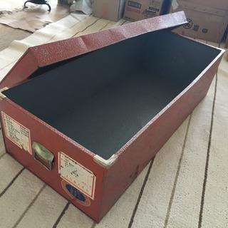 ブリキの衣装箱