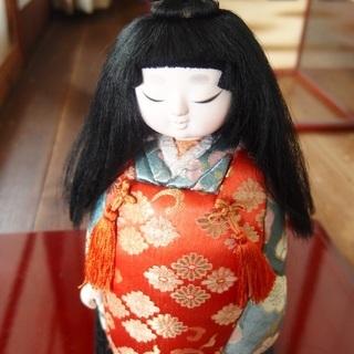 ガラスケース入り市松人形