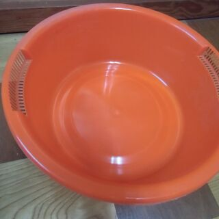 ●無料● 赤系 丸型 洗い桶(両側水切り付)差し上げます。*石川...