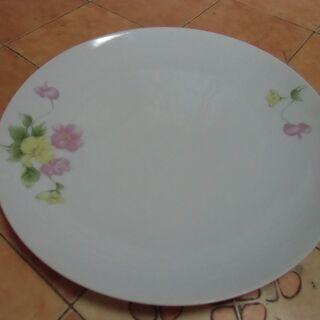 ●無料● ピンク・イエローのお花デザイン 丸型 お皿 差し上げま...