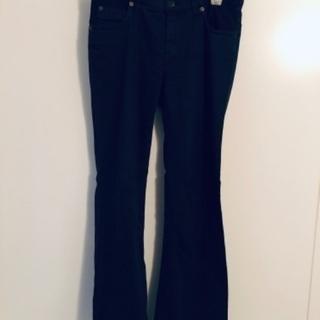Earl Jeanラインがきれいな黒パンツ