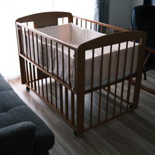 木製ベビーベッド