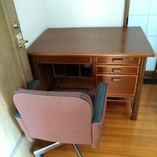 デスク、椅子